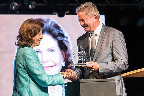 Königin Silvia erhält den Karl Kübel Preis 2019. (© Karl Kübel Stiftung/Thomas Neu)